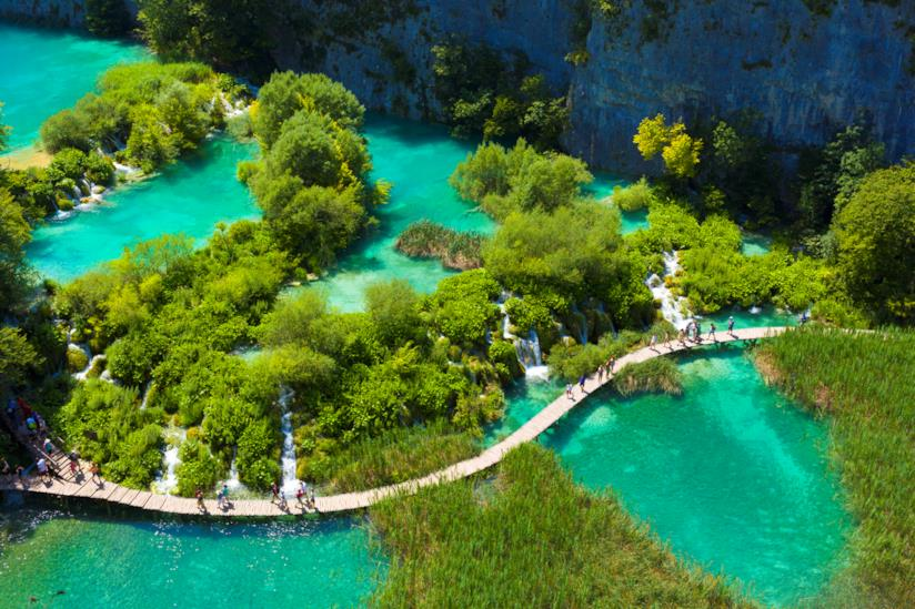 Passerella di legno che attraversa i laghi di Plitvice