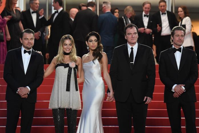 Margot Robbie e il resto del cast a Cannes