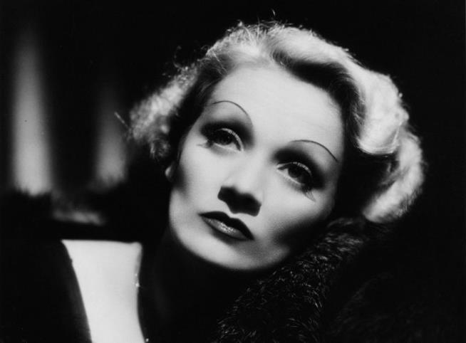 Marlene Dietrich con trucco smoky eyes