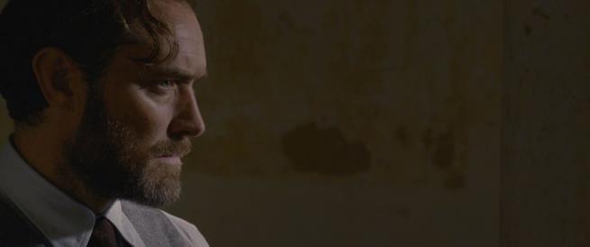 Una scena di Animali fantastici: I Crimini di Grindelwald con Jude Law