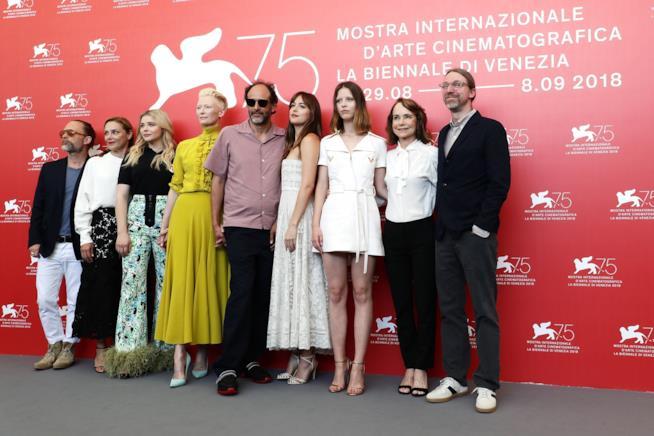 Luca Guadagnino con il cast di Suspiria a Venezia 75