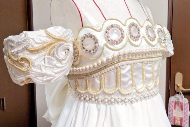 La scollatura dell''abito da sposa ispirato alla Principessa Serenity