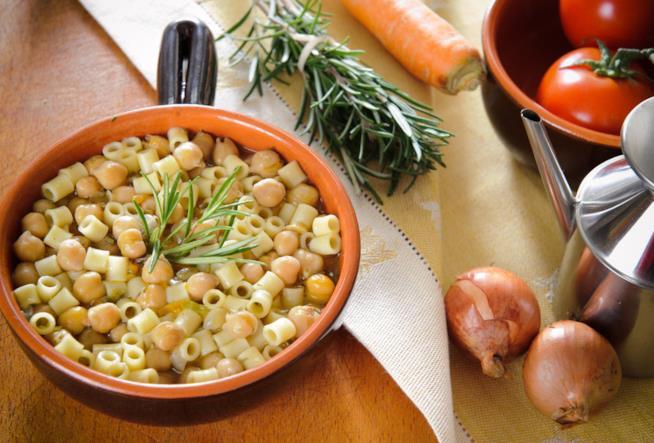 Piatto di pasta e legumi
