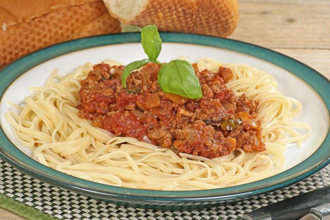 Spaghetti al ragù di soia e funghi