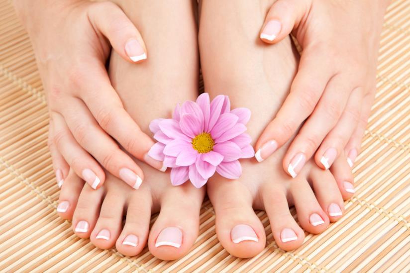 Nail art french pedicure per le unghie dei piedi