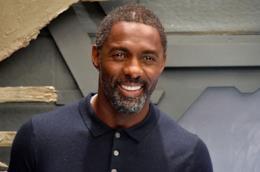 Un primo piano di Idris Elba