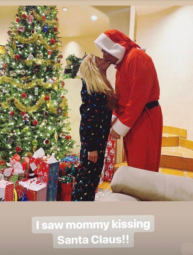 Demi Lovato fotografa la madre mentre bacia il marito