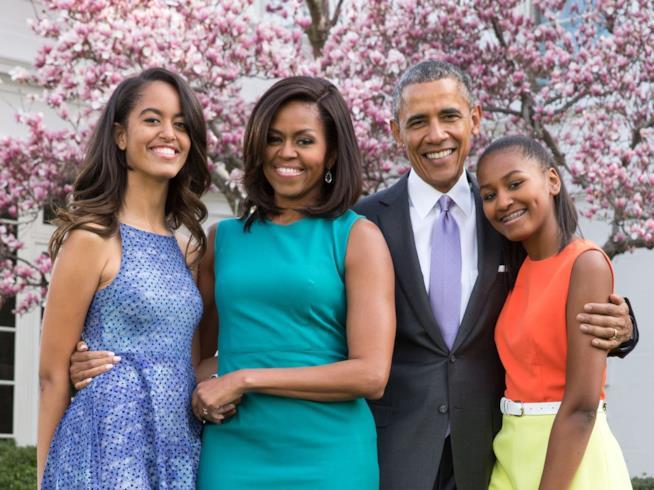 Michelle Obama con il marito e le sue due figlie