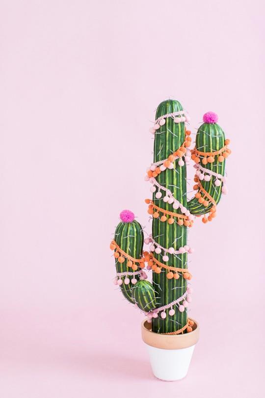 Cactus decorato a tema natalizio