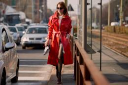 10 trend dallo Street Style di Milano: il cappotto di pelle colorata
