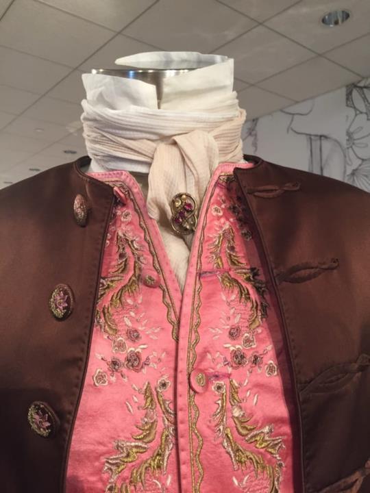 Il dettaglio di una giacca settecentesca in Outlander