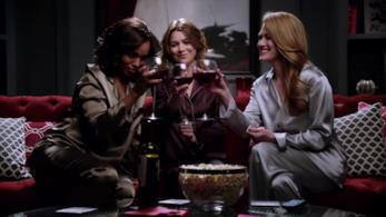 Annalise Keating sorseggia vodka in Le Regole del Delitto Perfetto