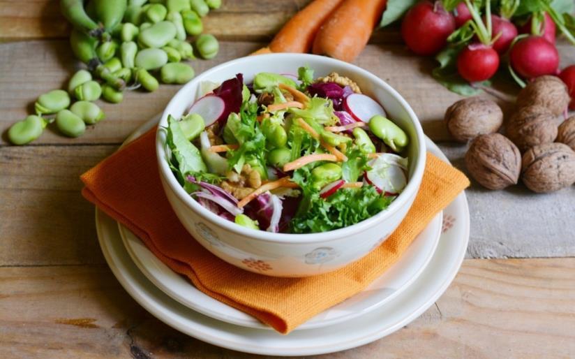 Ciotola con verdura fresca