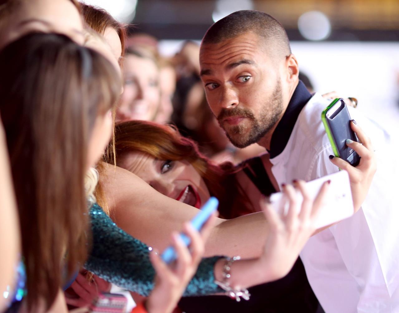 È adorabile con le fan.