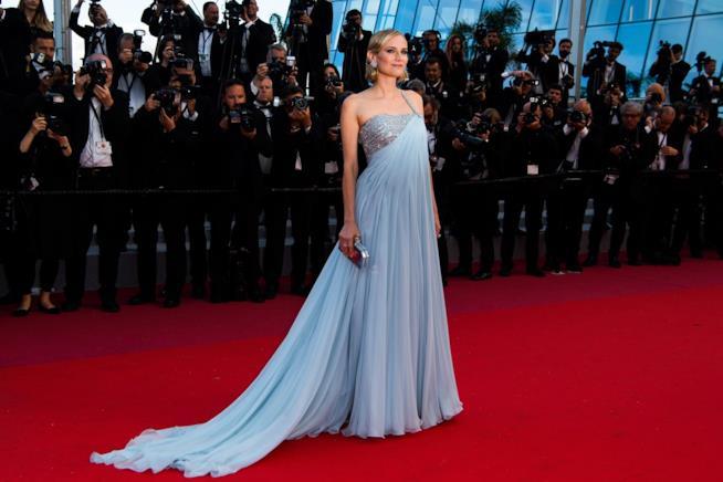 Diane Kruger sul red carpet in abito lungo e ampio