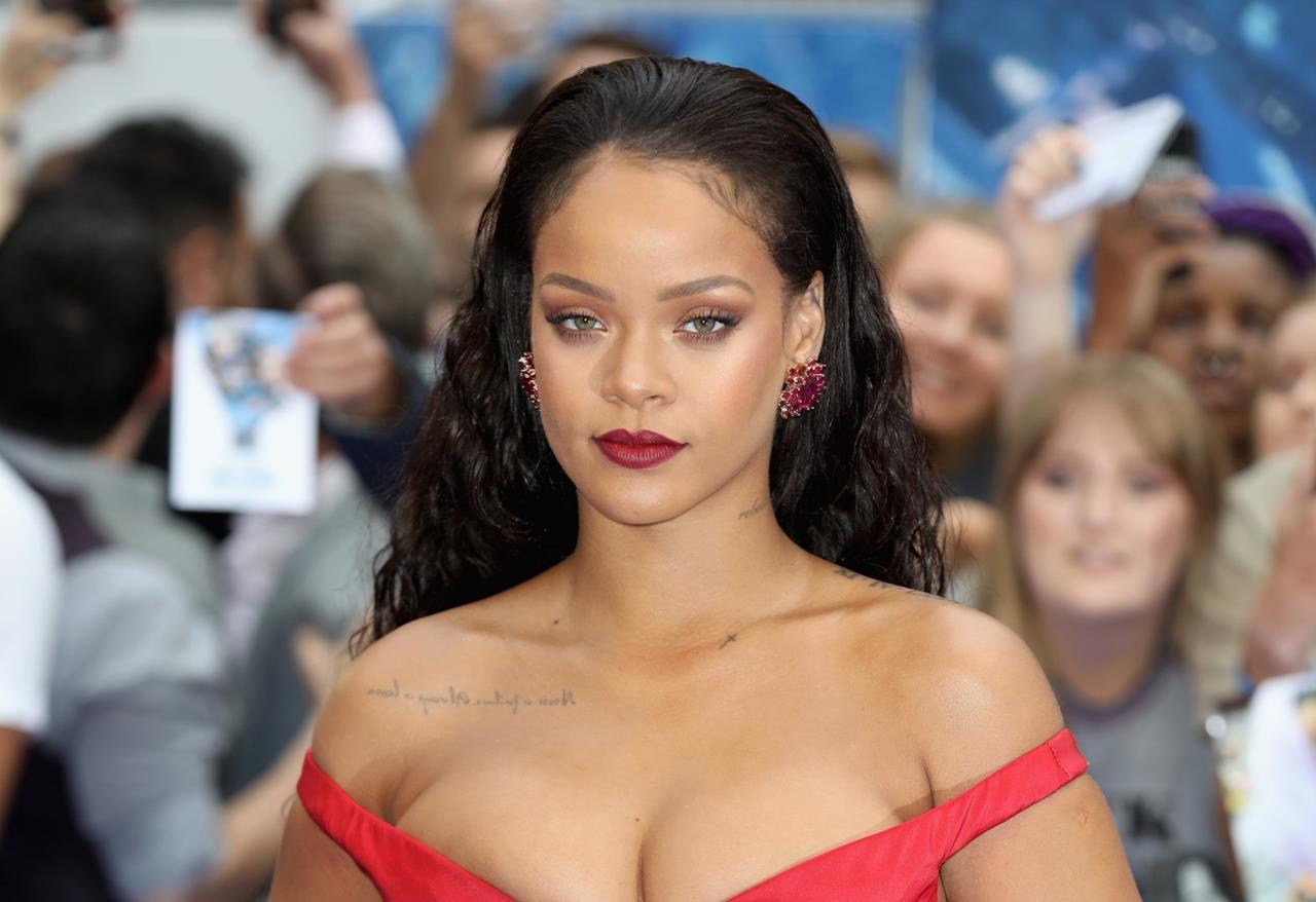 Rihanna e il look alla première di Valerian