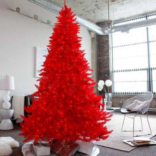 Albero natalizio totalmente rosso