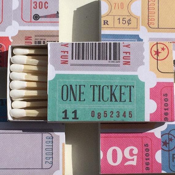 Scatola di fiammiferi realizzata con vecchi biglietti di cinema