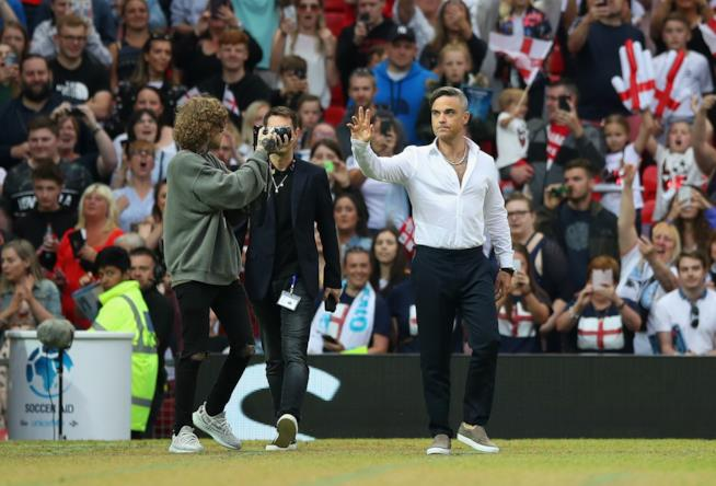 Soccer Aid for UNICEF Robbie Williams