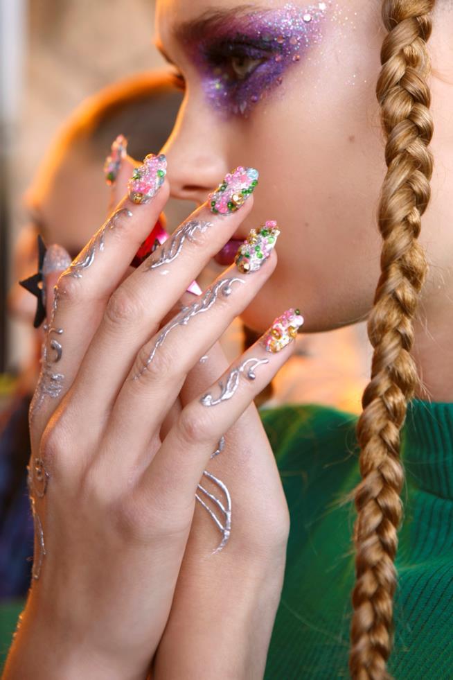 Nail art glitter colorata