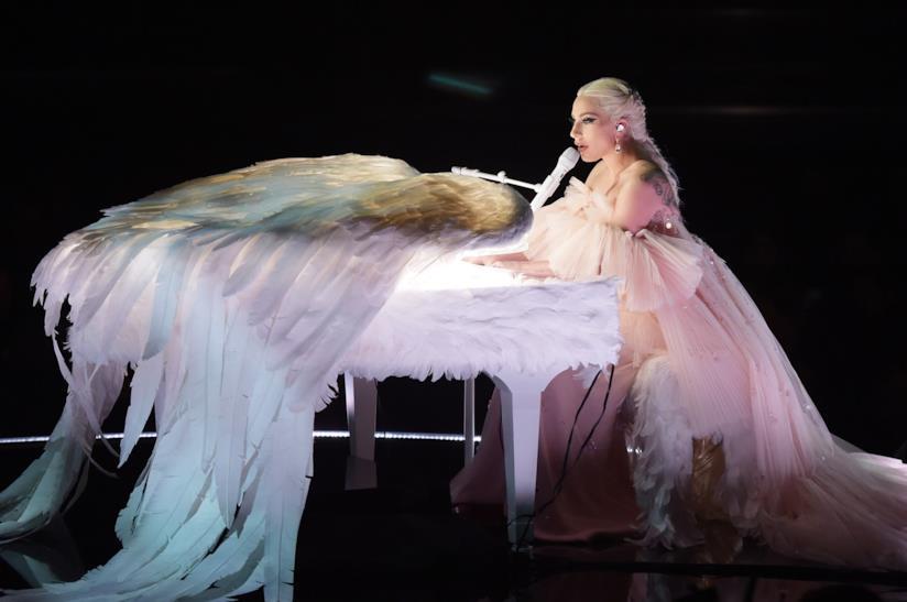 Lady Gaga nella sua esibizione Joanne