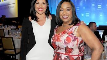 Shonda Rimes e Sara Ramirez ad un party
