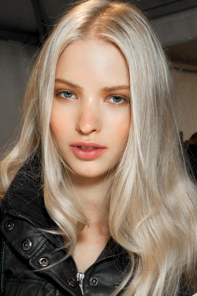 Colore Icy White per i capelli lunghi