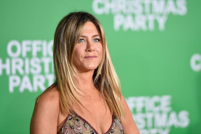 Jennifer Aniston con capelli lunghi e lisci