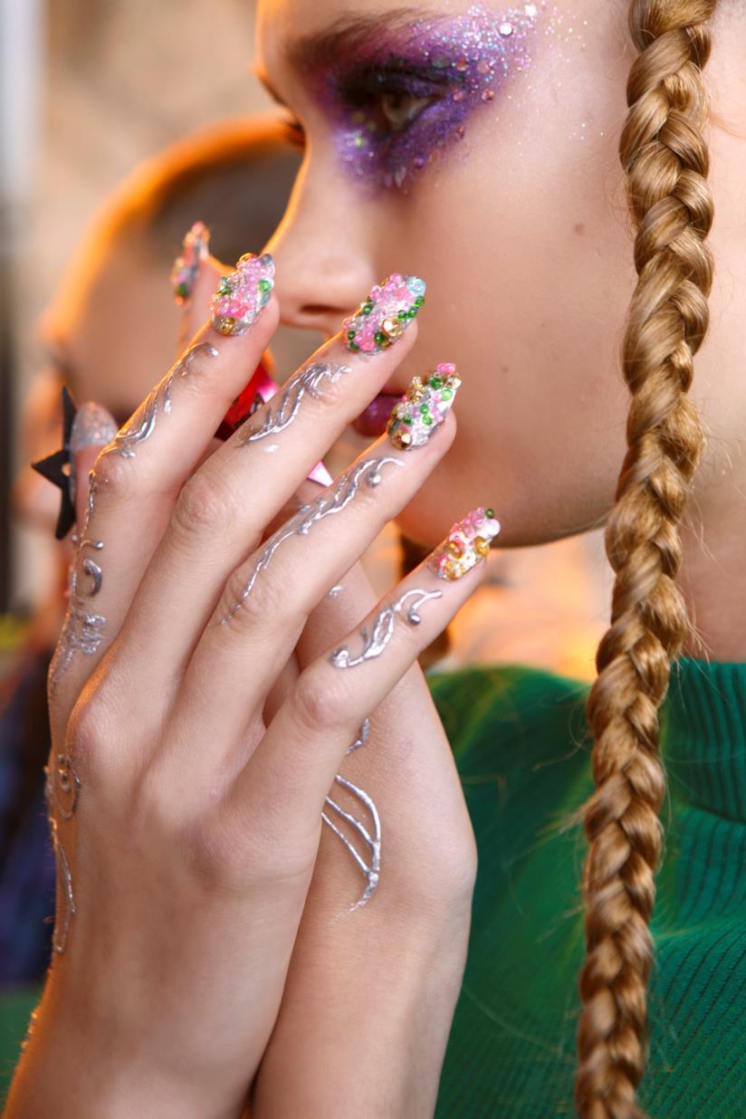 Unghie decorate particolari con perle