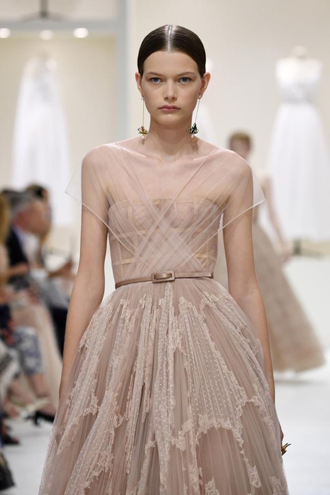 L'abito di Dior è un ritorno al passato e agli anni Cinquanta