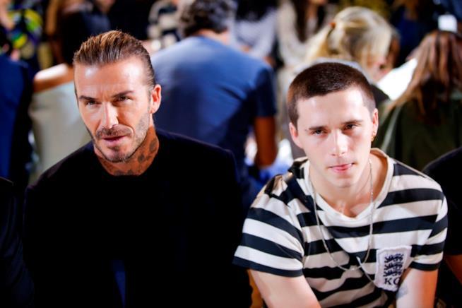 Primo piano di David Beckham con suo figlio Brooklyn
