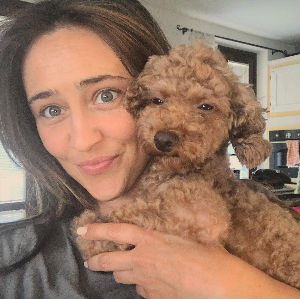 L'attrice con il suo cagnolino