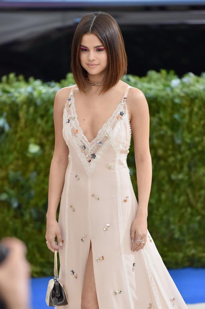 Selena Gomez al MET Gala 2017 in look Coach