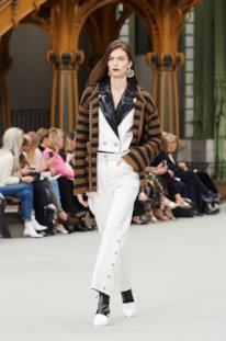 Sfilata CHANEL Collezione Donna Primavera Estate 2020 Parigi - CHANEL Resort PO RS20 0017