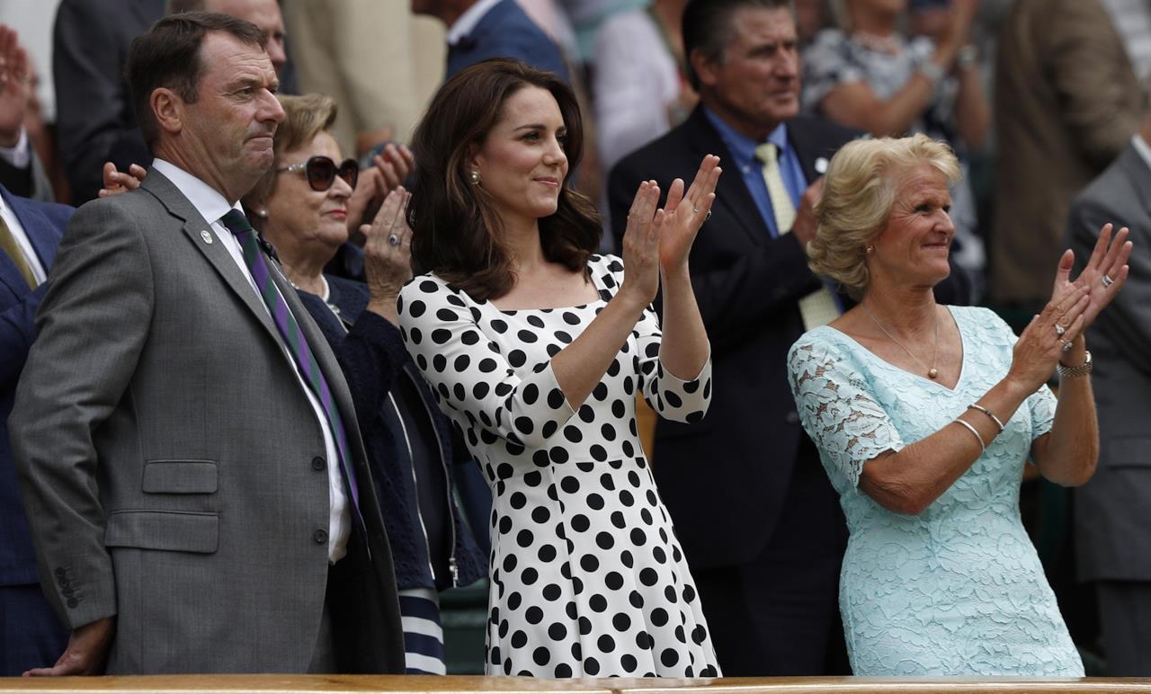 Kate Middleton a Wimbledon applaude durante un match