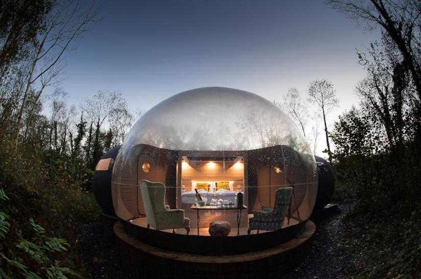 "Elopement Wedding: bubble domes"" del Finn Lough resort, irlanda"