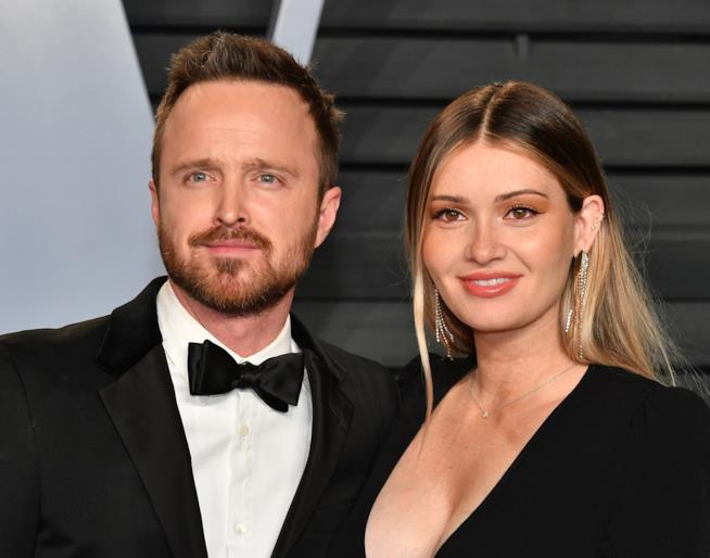 Aaron Paul con la moglie Lauren sul red carpet