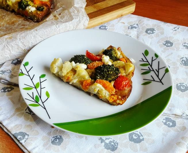 Spicchio di schiacciata con verdure