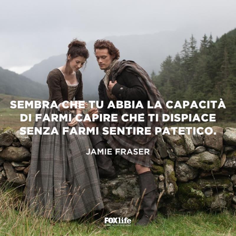 Jamie e Claire su un muretto