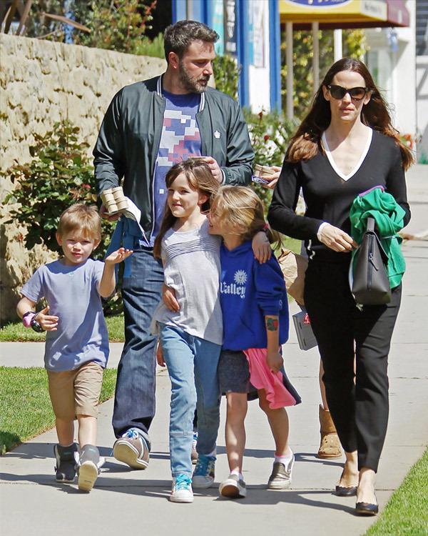 Ben Affleck e Jennifer Garner con i figli in un vecchio scatto