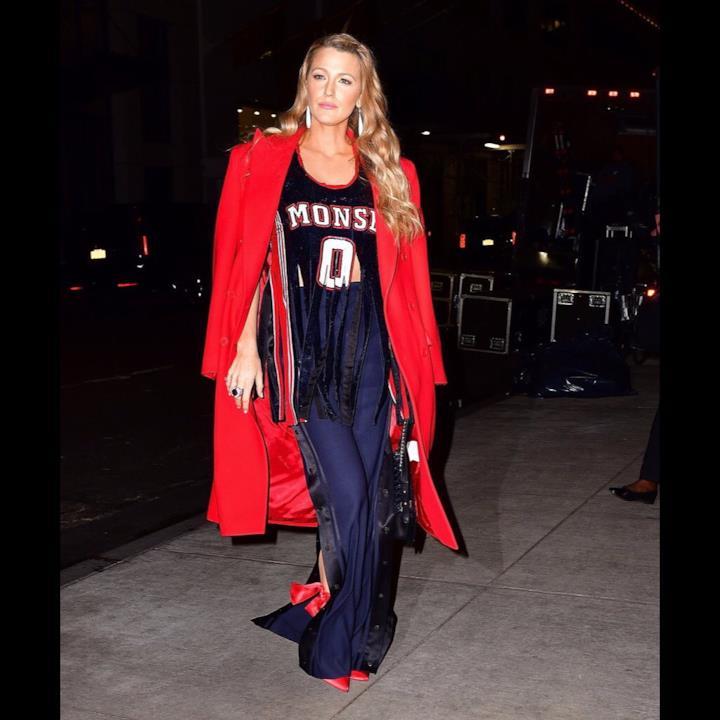 I 7 look di Blake Lively indossati in un solo giorno 7d853efe6bb