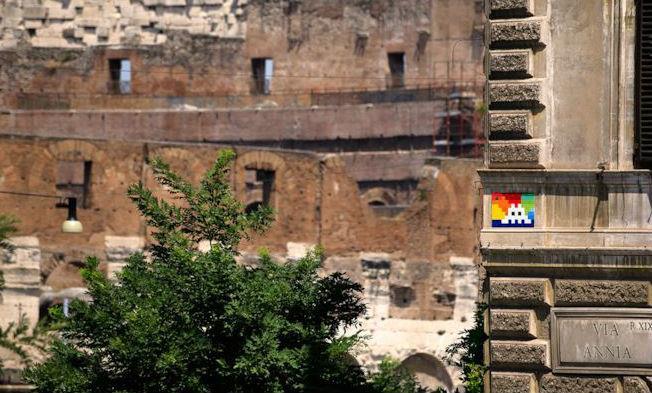 Un'opera di Invader a Roma