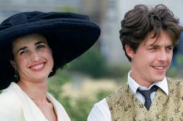 Andie MacDowell in una scena di Quattro matrimoni e un funerale