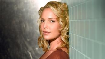 Izzie Stevens in un'immagine promozionale di Grey's Anatomy