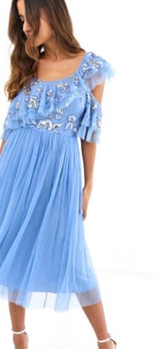 Vestito midi blu giacinto con top in tulle con spalline sottili e decorazioni a paillettes e gonna con volant