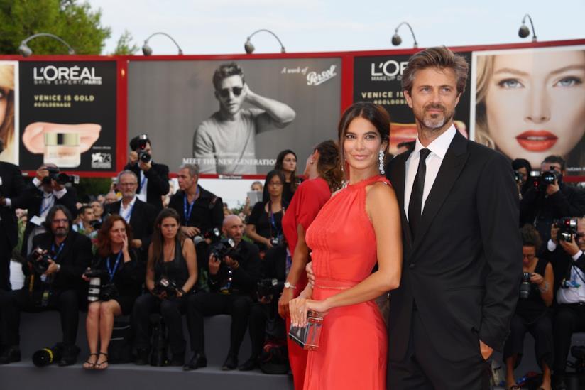 L'attore Kim Rossi Stuart con la compagna Ilaria Spada