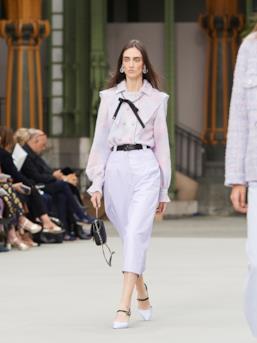Sfilata CHANEL Collezione Donna Primavera Estate 2020 Parigi - CHANEL Resort PO RS20 0049