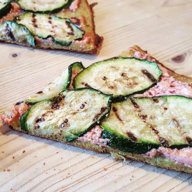 Spicchio di focaccia con zucchine