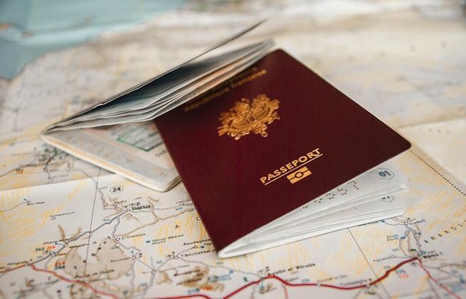 Due passaporti e una mappa