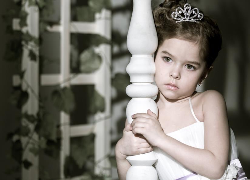 Bambina con coroncina d'argento